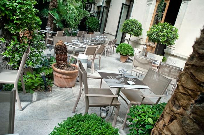 Visuel de la terrasse du restaurant à Nîmes Le Carré d'art