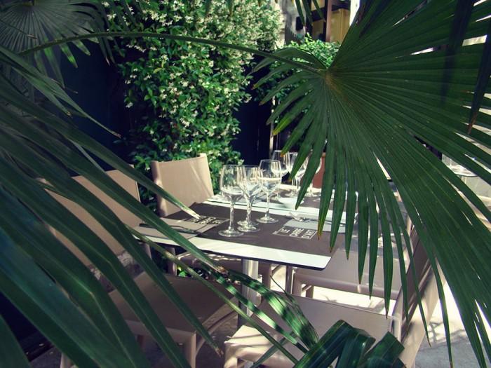 Une belle vue du restaurant en terrasse le Carré d'Art
