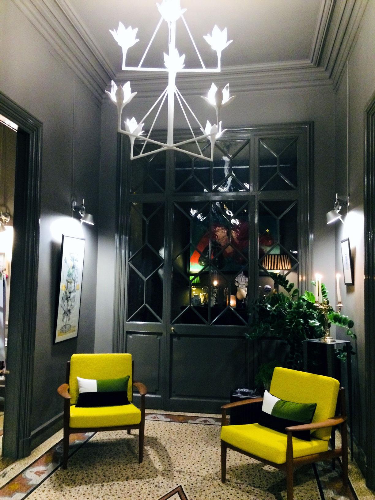 L'intérieur chic du restaurant le Carré d'Art à Nîmes